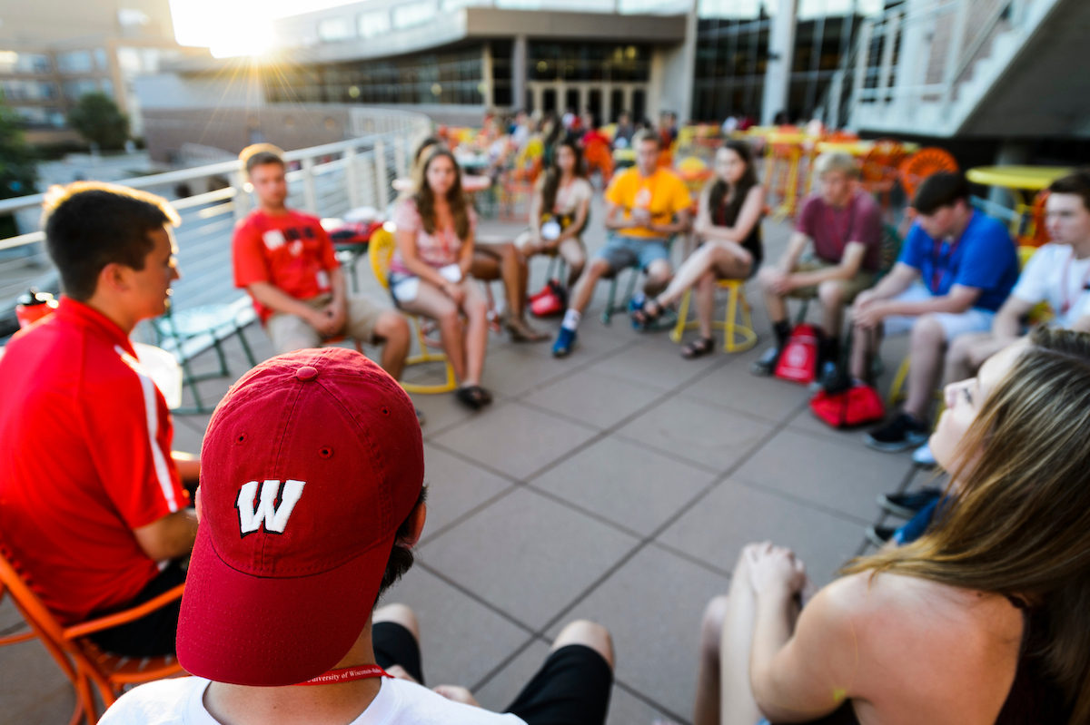 New Student Leader (NSL) talks with incoming freshmen in a small-group discussion