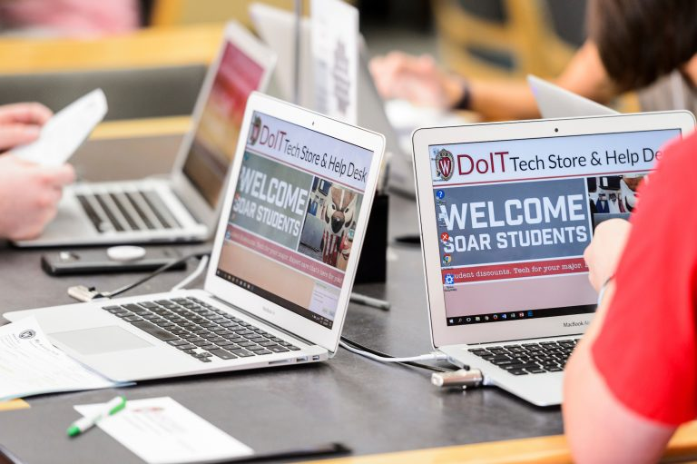 """Incoming first-year undergraduates use provided laptop computers with a message saying """"Welcome SOAR Students""""to register online or their classes during a SOAR session."""